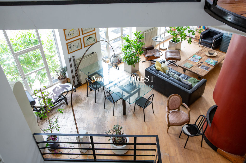 EXCLUSIVITE !, VIEUX - LILLE - Vaste maison type Atelier,en fond d'allée (très calme) composée de 7 pièces d'une grande pièce à vivre et d'un bureau indépendant au rez-de-chaussée, idéal showroom ou profession libérale