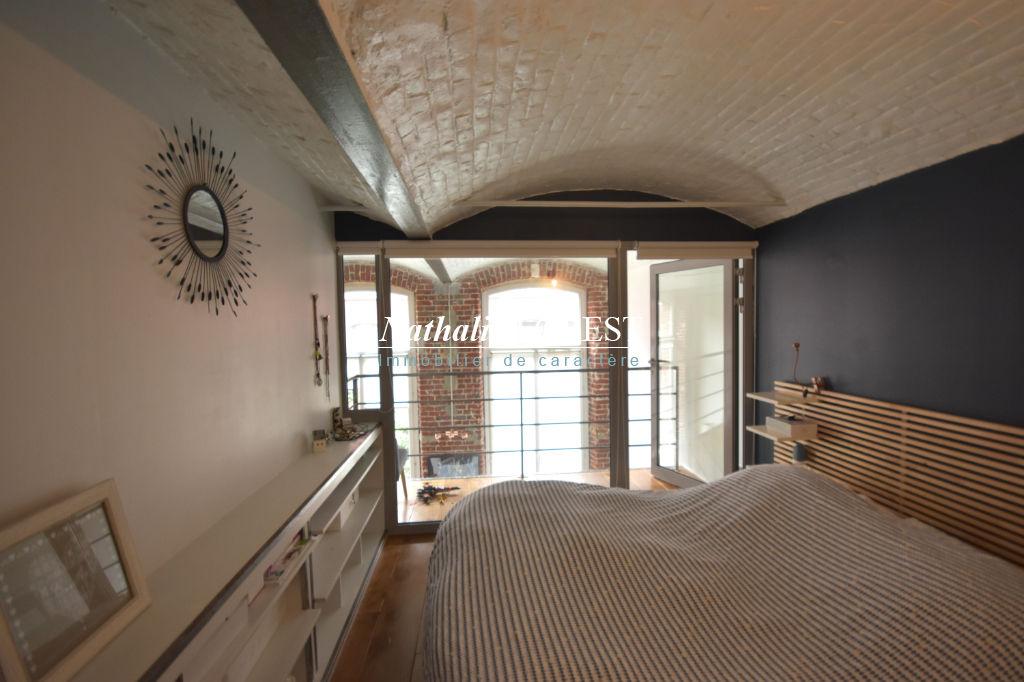 Lille JB Lebas, Appartement-Loft  4 pièce(s) 106.25 m2, parking extérieur sécurisé