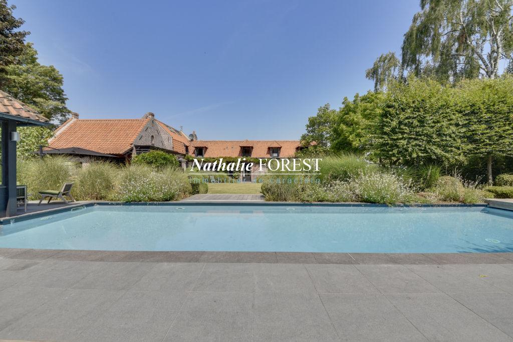 Exclusivité . Marcq en Baroeul prox école internationale , splendide Ferme entièrement rénovée sur 2009 m2 de terrain , piscine extérieure .