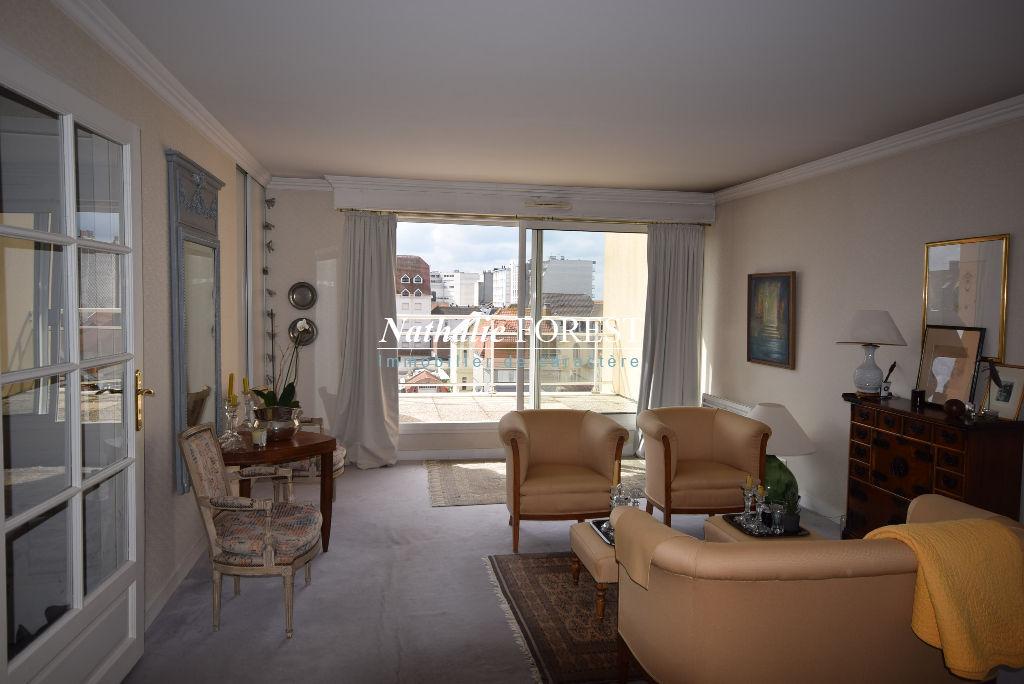 EXCLUSIVITE ! LE TOUQUET Centre Ville prox Mer Rare bel appartement duplex dernier étage avec Terrasse vue latérale Mer, Parking couvert 1 voiture