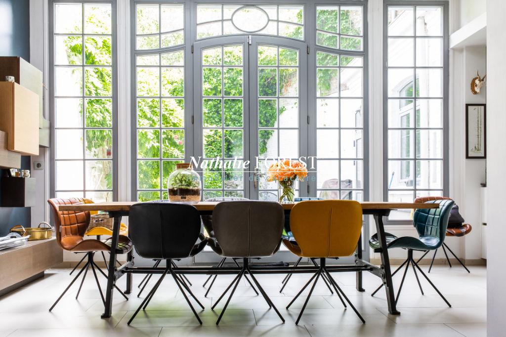 Lille centre prox  citadelle  , splendide maison bourgeoise entièrement rénovée , 6 ch , jardin , parking sécurisé .