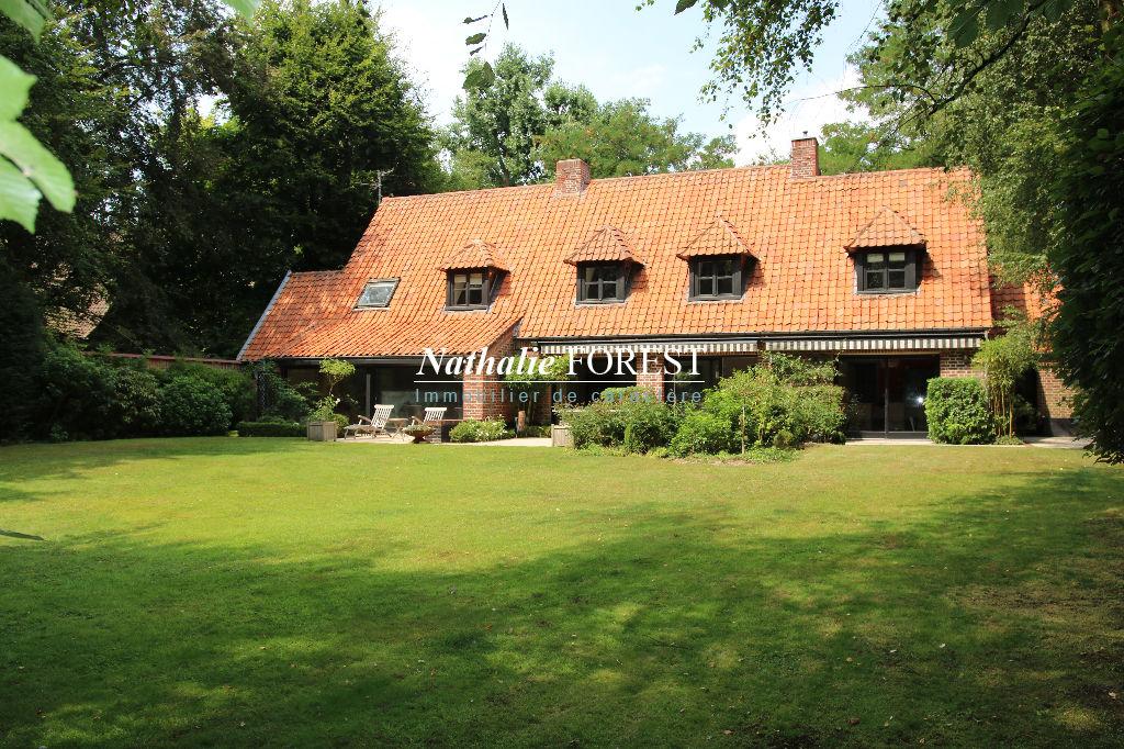 Proximité MARCQ EN BAROEUL , école internationale , splendide villa d 'architecte , 6 ch, sdjeux, sur 2300 m² de terrain