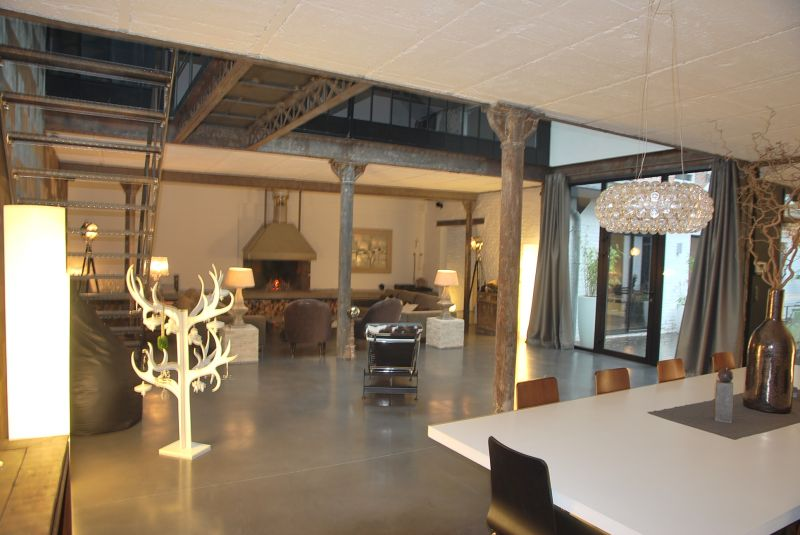 LILLE Esquermes Superbe LOFT D'EXCEPTION Lille 5 pi�ce(s) 334 m2 Garage 1 Voiture Patio terrasse