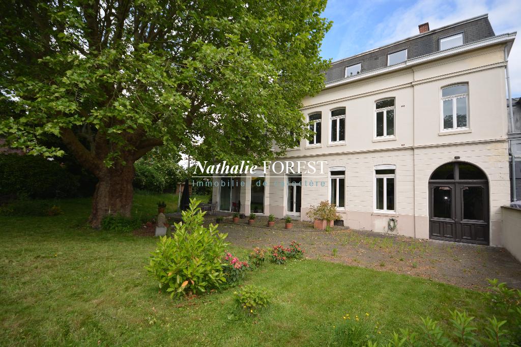 CROIX, prox Mairie , Splendide H�tel particulier , 10 ch , divisible , id�al chambres dh�tes .