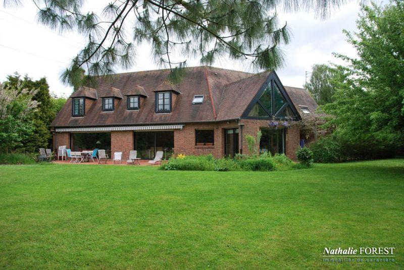 Bondues 1 er rang sur Golf . Villa d 'architecte 5 ch. Bureau. 250 m2 /2113 m� de terrain