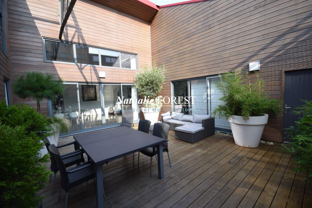 LILLE BEAUX ARTS SUPERBE LOFT DE 340M2 Habitables (394M2 au sol) , Terrasse, 3 Parkings