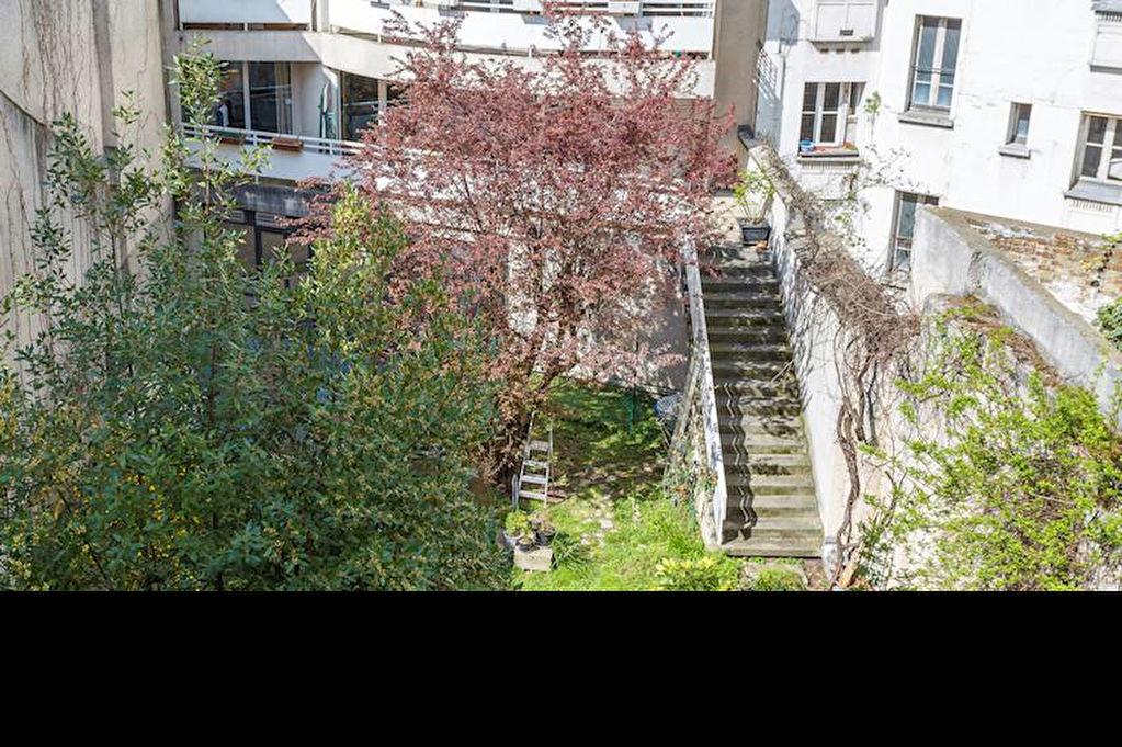Vente appartement paris butte montmartre 18e for Garage paris 18e